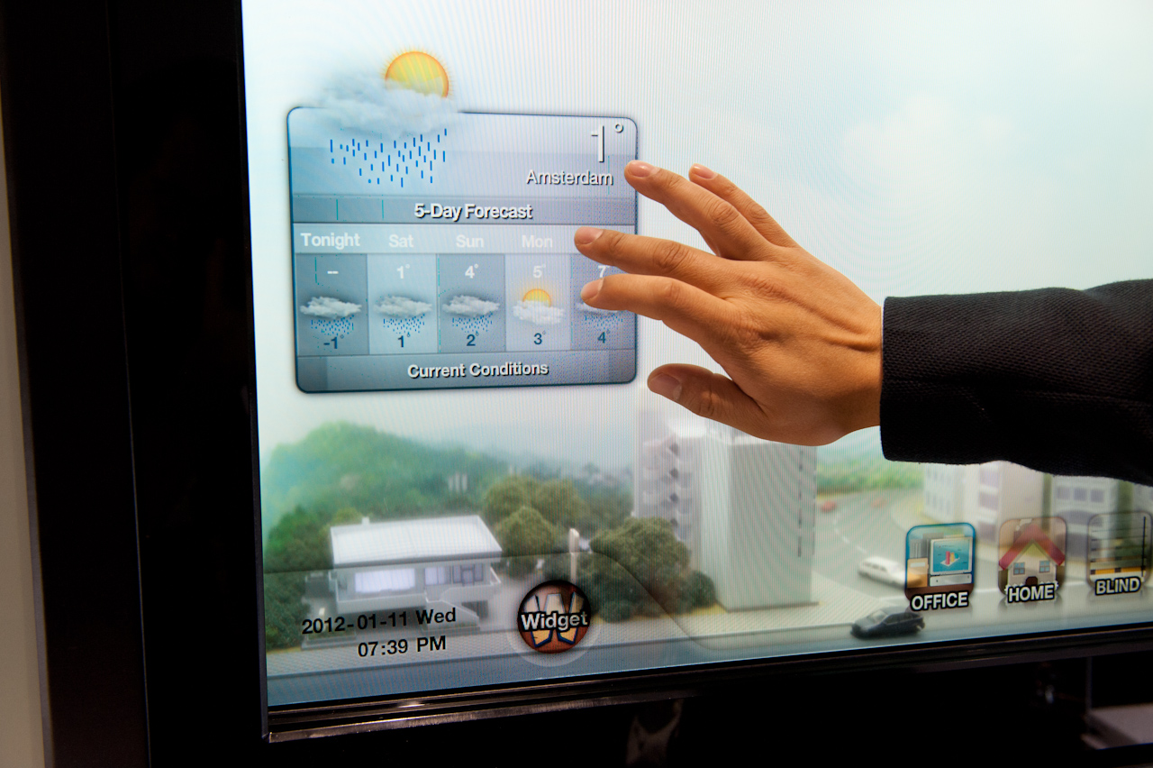 04871100-photo-samsung-transparent-smart-window